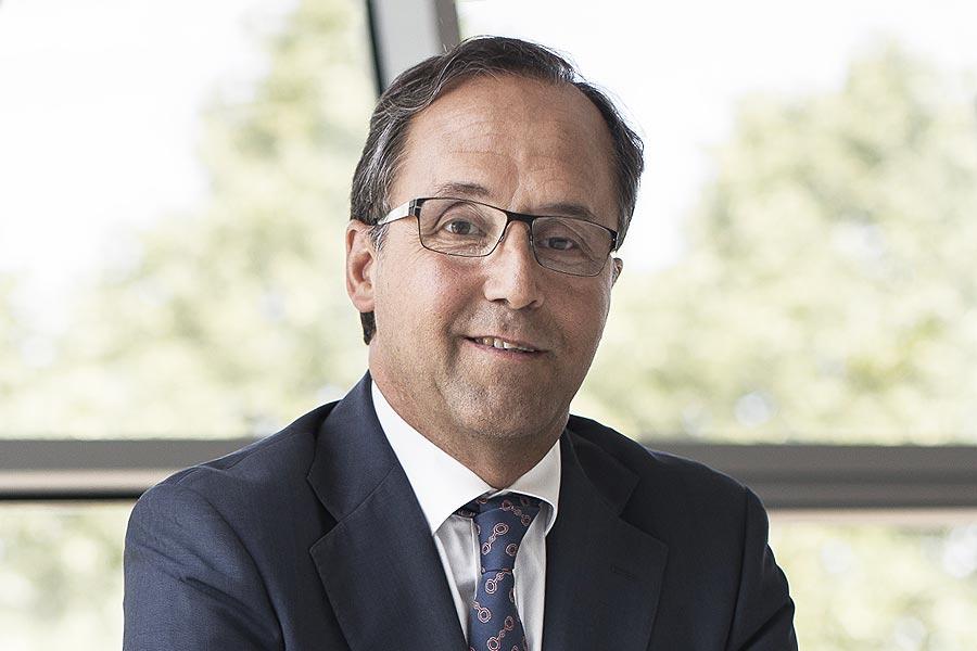 Velatia: Fernando Zabalgogeazcoa