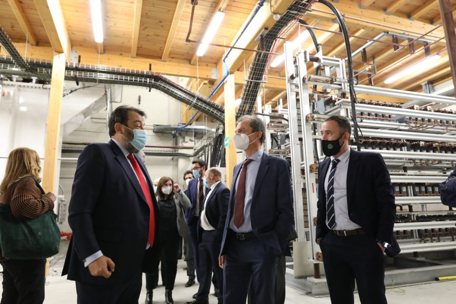 The Spanish Minister for Science and Innovation, Pedro Duque, pays a visit to Velatia's premises